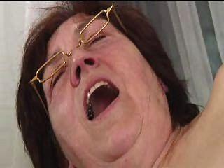 चश्मे dildos फैलता में बालों दादी बेकार है और