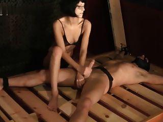 बिस्तर पर बंधे Handjob हेलेना याद आती है