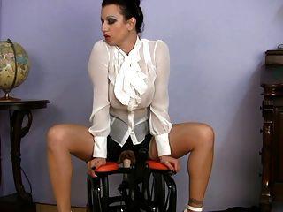 संचिका पहने milf सेक्स शिक्षक की सवारी सेक्स मशीन