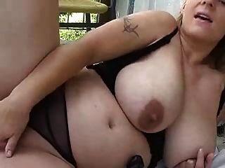 वेब कैमरा के लिए खेल रहा गोरा मटोल लड़की (डीएम)
