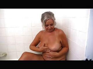 सेक्सी दादी R20