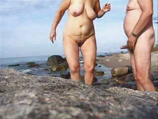 समुद्र तट पहनते-ट्वीड पर परिपक्व जोड़ी सेक्स
