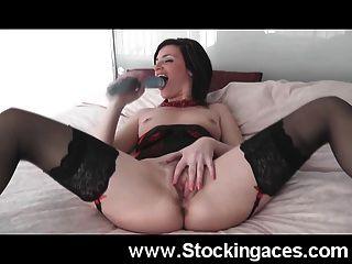 एमआईएलए विशाल dildo के साथ खुद को fucks