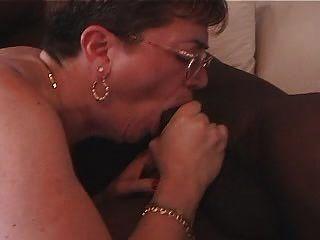 दादी काला मुर्गा प्यार करता है