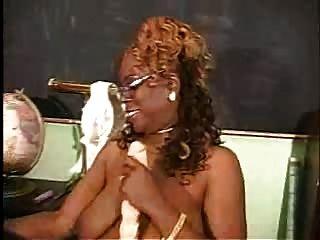 उसकी Toyo के साथ परिपक्व काली औरत