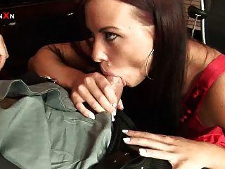 गुदा कमबख्त और Alysa के साथ गुदा fisting कार्यालय सेक्स