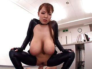 लेटेक्स बी $ आर में राक्षस प्राकृतिक स्तन Hitomi