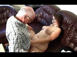 जर्मन दादा युवा लड़की कामुक बनाता है