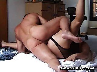 मोटा और busty handjob के साथ शौकिया गर्म महिला