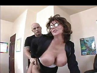 मोज़ा Fucks में Busty milf शिक्षक