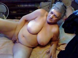 बहुत पुराने दादी अभी भी लुढ़का पसंद करता है