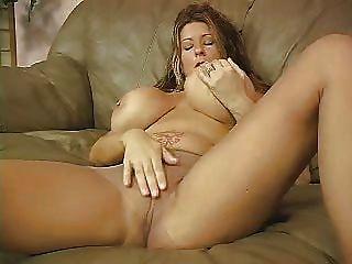 F60 बड़े स्तन जंगली हस्तमैथुन