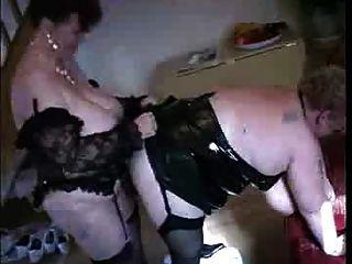 एक दादी एक और दादी fucks