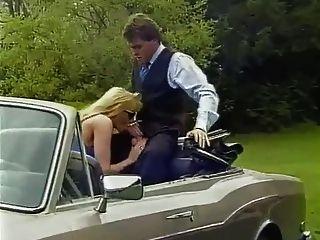 कार में बकवास बड़े स्तन के साथ गोरा milf