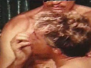 जॉन होम्स दुर्लभ समलैंगिक दृश्य में मुश्किल एक आदमी कमबख्त