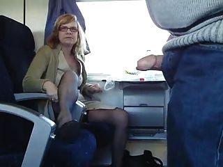 परिपक्व जोड़ी एक ट्रेन पर मज़ा आ रहा है