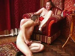 प्यार परिपक्व seduces युवा पुरुष