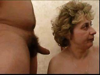 रूसी दादी और के boy..the लेने की .... थोड़े