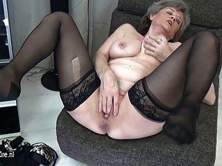 संचिका दादी अकेले हस्तमैथुन