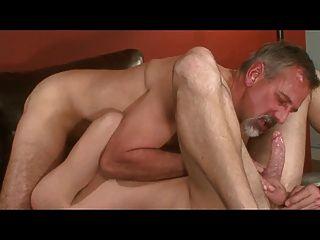 पिताजी जे टेलर (51) और ग्रेग स्टैंटन (22)