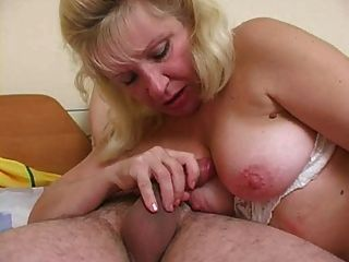 माँ seduces लड़का