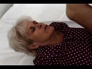 चांदी बालों वाली दादी Fucks
