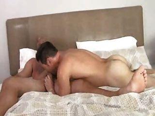 गर्म शादीशुदा पुरुष उसका सबसे अच्छा दोस्त fucks
