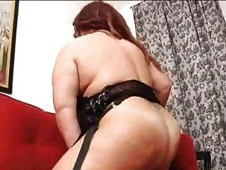 एकल बीबीडब्ल्यू बड़े स्तन के साथ परिपक्व औरत