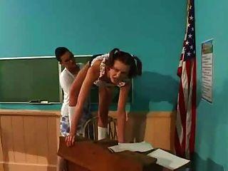 छात्र strapon के साथ शिक्षक fucks