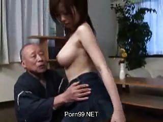 बूढ़े आदमी युवा लड़की 2