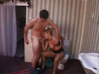 जर्मन परिपक्व माँ repairman द्वारा गड़बड़