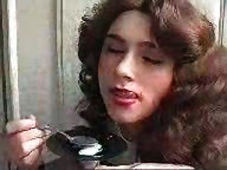 महिला एक चम्मच के साथ सह खा!अद्भुत dudenwk
