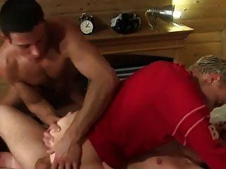 दो लोग भाड़ में युवा लड़के लेस्बियन