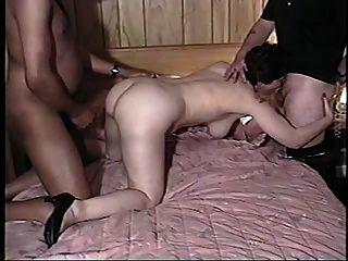 पत्नी, पति और बड़ा काला मुर्गा