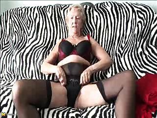 पुराने सेक्सी 70y.o, दादी खेलने के लिए प्यार करता है