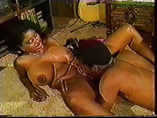 एबोनी Ayes उसके स्तन bounces