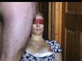 आंखों पर पट्टी पत्नी उसके चेहरे पर jizz की एक बहुत हो जाता है