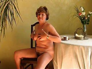 दादी अकेले R20