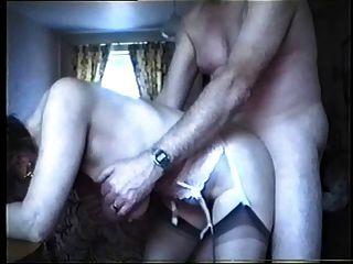 Saggy स्तन - दादी के पीछे से गड़बड़