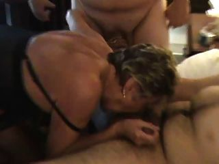 काले मोज़ा में दादी लंड का एक विकल्प पसंद करती है
