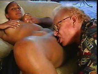 बूढ़े आदमी गड़बड़ ब्राउन लड़की