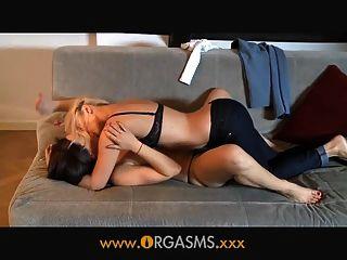orgasms समलैंगिक महिला युवा गोरा आनंद मिलता है