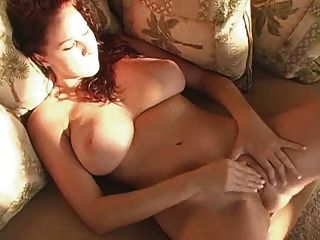 सेक्सी श्यामला masturbates