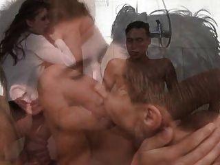 उभयलिंगी पार्टी स्नान 1