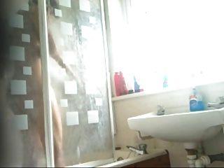 स्मार्ट भारतीय किशोरों की लड़की स्नान क्लिप छिपे हुए कैमरे से पकड़ा