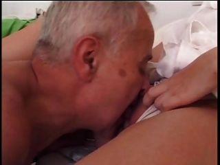 बड़े आदमी युवा नर्स fucks