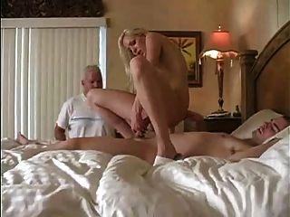 पत्नी उसके आदमी Cuckolds