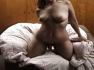 गृहिणी उसके पति के लिए एक वीडियो कर