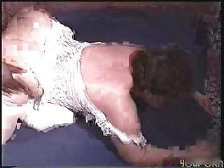 बड़े assed milf दो काला लंड पर ले जाता है