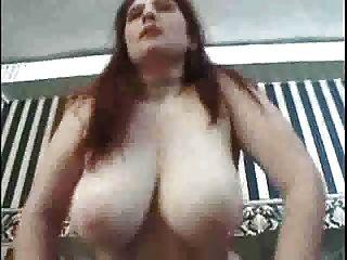 विशाल स्तन के साथ मोटा बच्चा